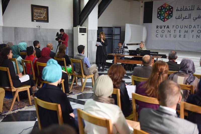 Ruya Foundation chairman Tamara Chalabi introduces the artist Francis Alys. Photo: Ayman al Amiri/Ruya Foundation.