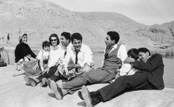 Still from Iraqi Odyssey: A Family picnic outside of Baghdad in 1959, one year after the Revolution. Courtesy of Dschoint Ventschr Filmproduktion.