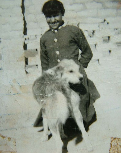 Afifa Aleiby with her pet dog, Basra, 1950s. Courtesy of the artist.
