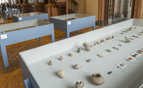 'Archaic' exhibition view, the artefacts. (c) Ruya Foundation / Boris Kirpotin