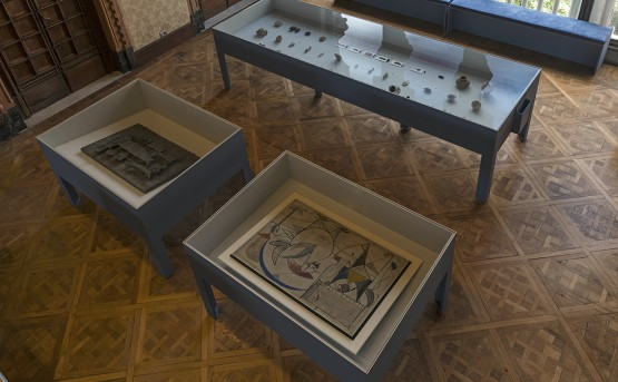 'Archaic' exhibition view. Jewad Selim and the artefacts. (c) Ruya Foundation / Boris Kirpotin