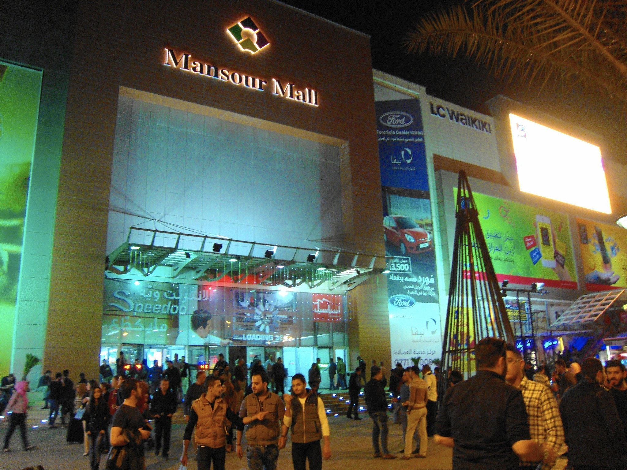 Mansour Mall in Baghdad, Iraq. Photo by Molly Hennessy-Fisk/Los Angeles Times.